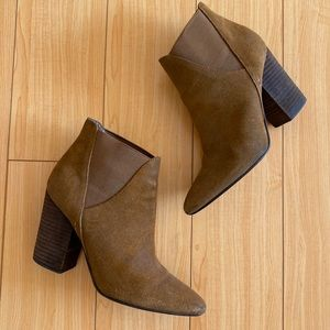 Crown Vintage pointy suede brown ankle boots 7